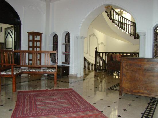 L'Espace: Reception area