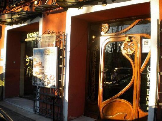 Hostal Santa Marta Aranjuez: ENTRADA RESTAURANTE