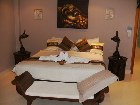 Phuket Baan Chang B&B: White Elephant