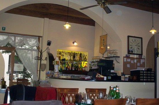 Restaurant Pizzeria Felici e Contenti: Bar area
