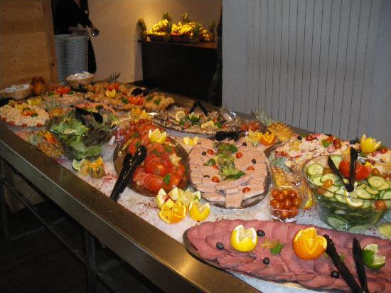 Hotel Club du Soleil Les Bergers : buffet du midi