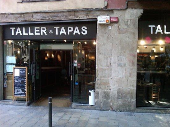 Taller de Tapas - Rambla Catalunya: Outside