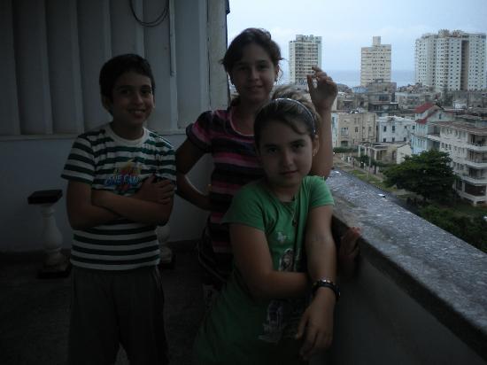 Apartamento - Rivero De la Torre : Mayito con sus amigas Ma. Karla y Camila