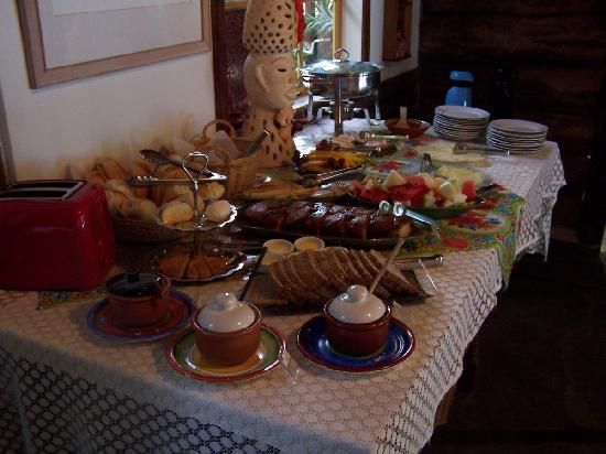 Hotel Pousada Guarana: breakfast table