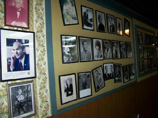 Gatlinburg Inn: Movie star wall!!