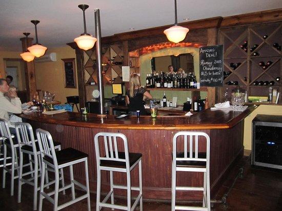 Old Vines Wine Bar: The bar