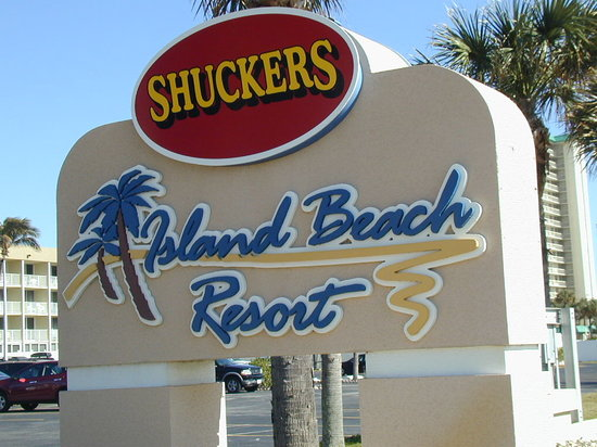 Shuckers on the Beach : Stop when you see this sign for fine food & drink and a place to stay on the beach......Island B