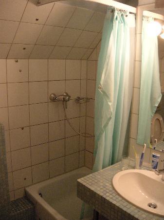 Hotel UHU : Bathroom
