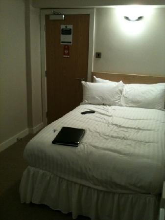 The Lansdowne Hotel Croydon: bed