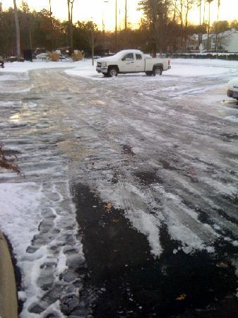 Candlewood Suites Newport News: Dangerous Icy Parking Lot