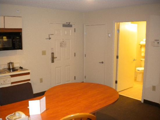 Candlewood Suites Newport News: Suite 120
