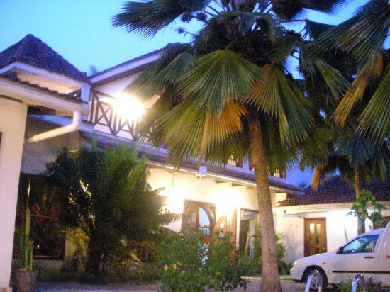 La-Paradise Inn: Looks just like the pictures