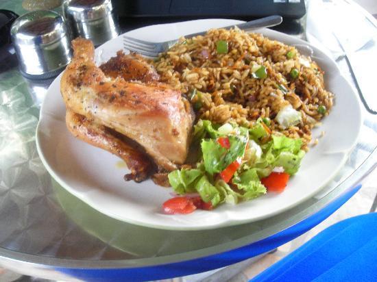 La-Paradise Inn : Amazing food!