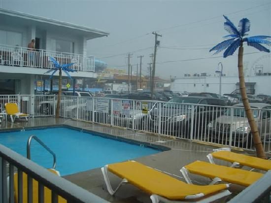 Blue Palms: Smaller pool during Thunderstrom
