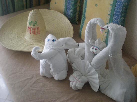 Sandos Playacar Beach Resort: La coleccion de figuritas de toalla q coleccionamos