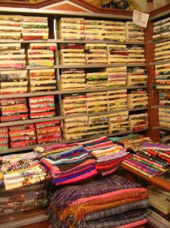 Koza Hani : Interior, one of many shops