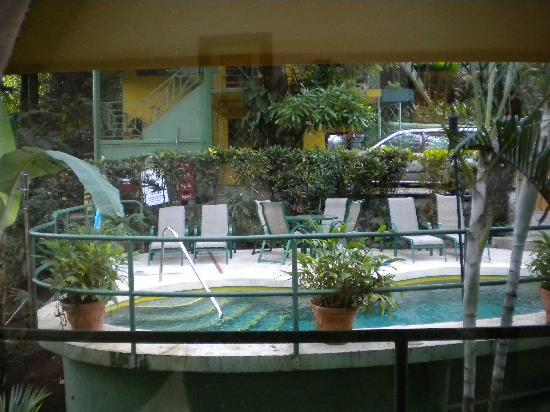 Hy Paradise Inn: View of the pool