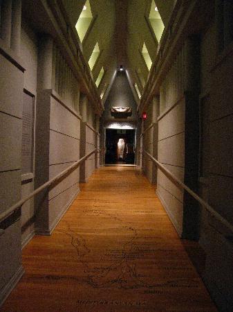 long Hermitage museum hallway | Photo