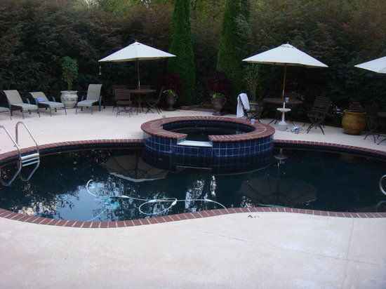 Blue Spring Manor at Vincent: Pool & hot tub