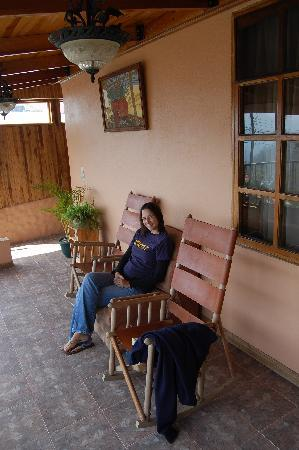 Cabinas Tina's Casitas: rocking chair outside our room