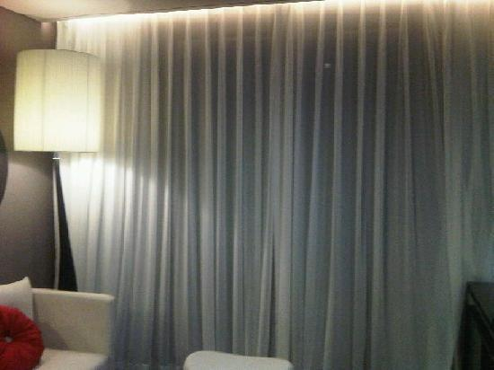 THE PLAZA Seoul, Autograph Collection: Music white curtain