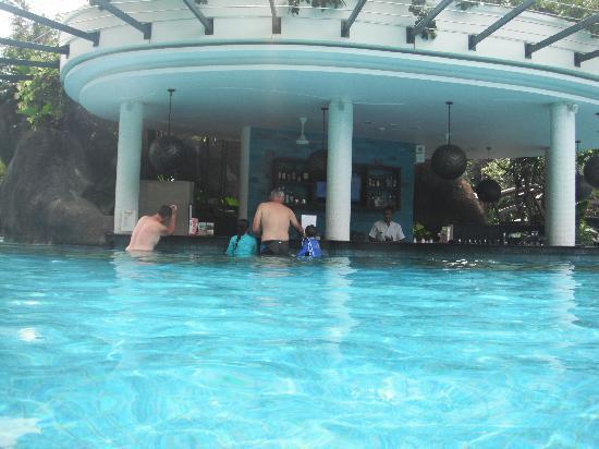 Padma Resort Legian : swan direct to the bar