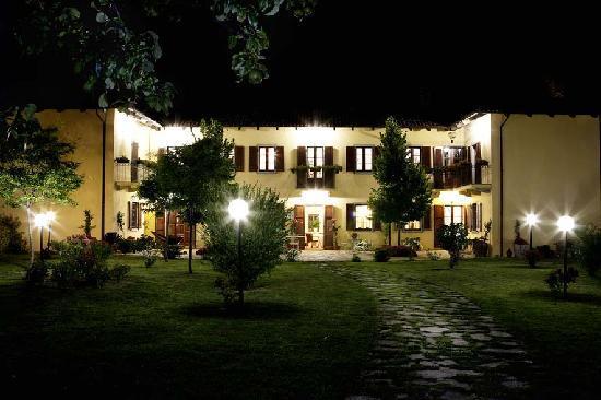 Isola d'Asti, อิตาลี: vista notturna
