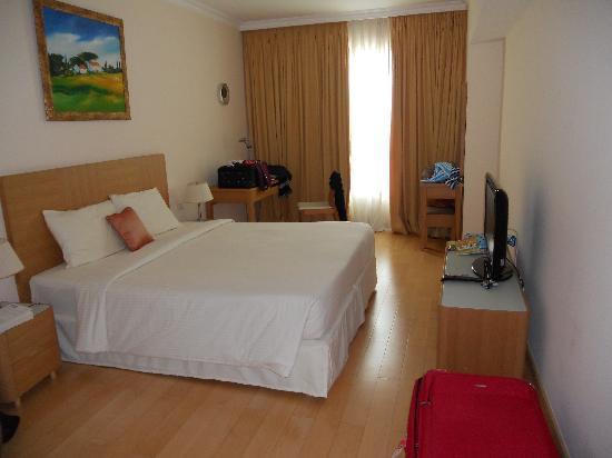 Sherwood Residence: master bedroom