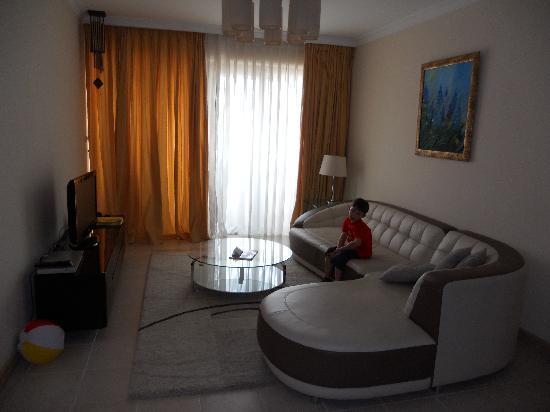 Sherwood Residence: lounge area