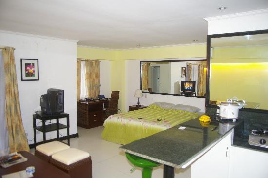 SDR Mactan Serviced Apartments: room 1
