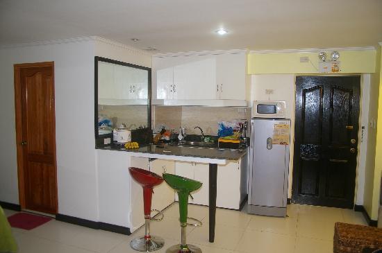 SDR Mactan Serviced Apartments: room 2