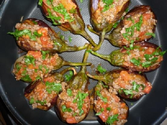 Ortakent, Turkije: Split belly meat stuffed aubergines (Karniyarik)