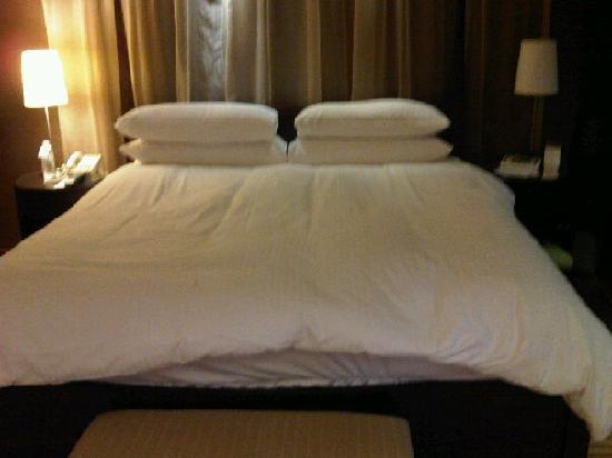 Grand InterContinental Seoul Parnas: down/feather topper mattress, duvet, pillows