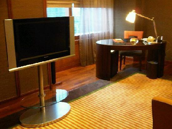 Grand InterContinental Seoul Parnas: TV and office desk