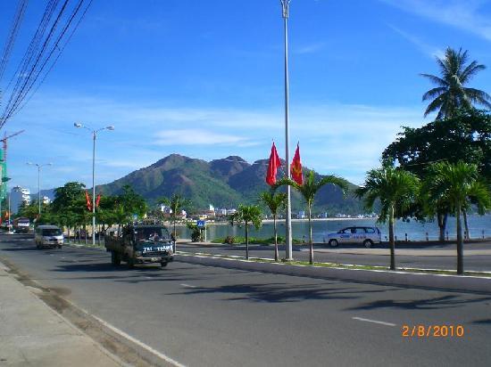 street near Nha Trang beach and the surrounding mountains