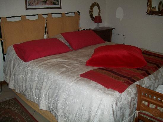 Residence Montefiore: Dettaglio Letto Matrimoniale