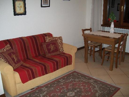 Residence Montefiore: Salotto Angolo Cottura