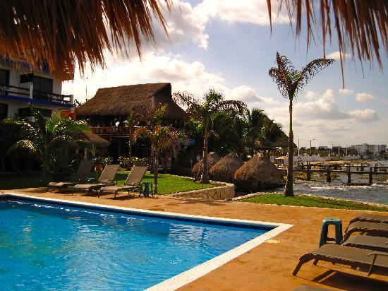 Mayatlantis Aquapark SA de CV: Swimming pool by the sea