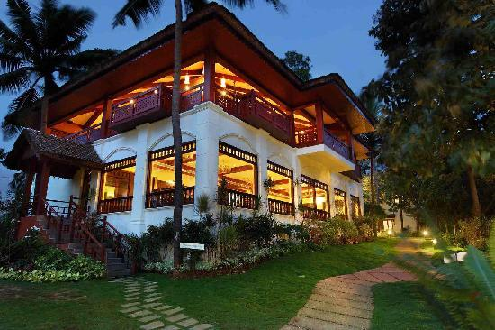 Fragrant Nature Backwater Resort & Ayurveda Spa : Restaurant