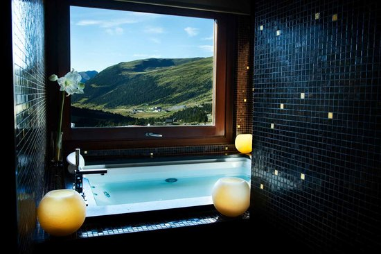 Grau Roig Andorra Boutique Hotel & Spa: Suite Deluxe  Jacuzzi