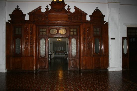 The Mansion: The Entry