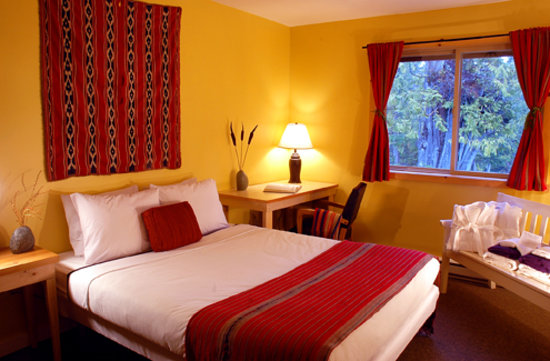 The Ecolodge at the Tofino Botanical Gardens: Our comfortable, quiet rooms