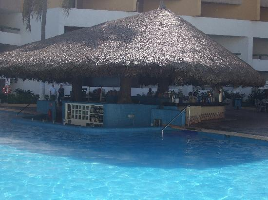 El Cid Granada Country Club: Castilla pool bar