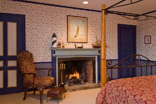 Clamber Hill Inn & Restaurant: Four of the five rooms have working fireplaces