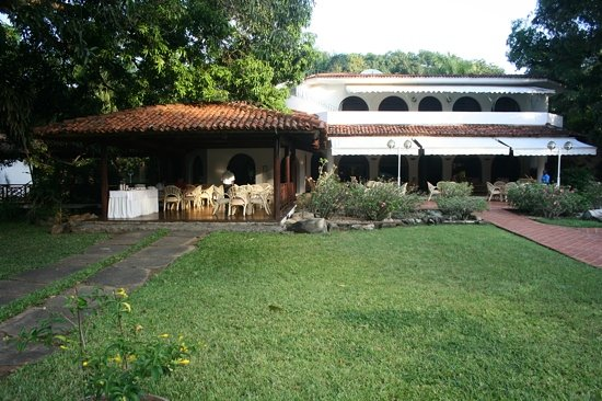 mwembe resort - bar