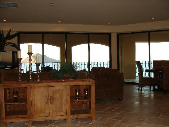 Playa del Paraiso: Living Room