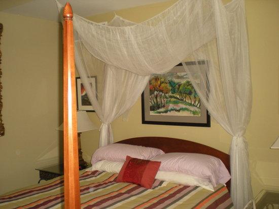 Amazwi Suites: Bedroom