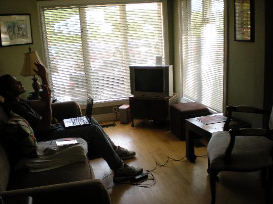 Amazwi Suites: Sitting area