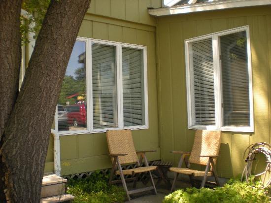 Amazwi Suites: Outside area