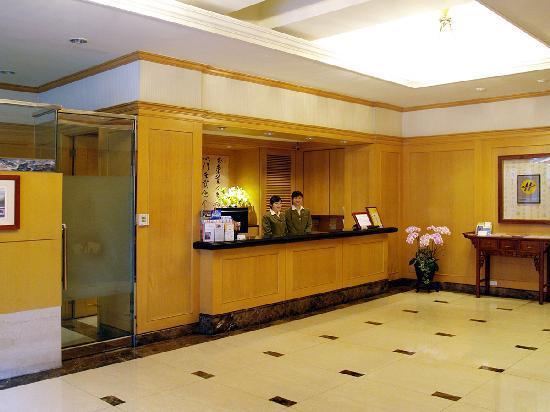 โรงแรมตงอู: Reception desk